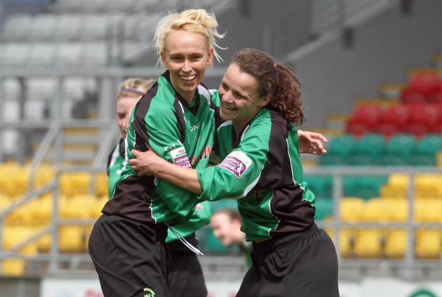 stephanie-roche-celebrates-scoring-the-first-goal-of-the-game-with-sara-lawlor