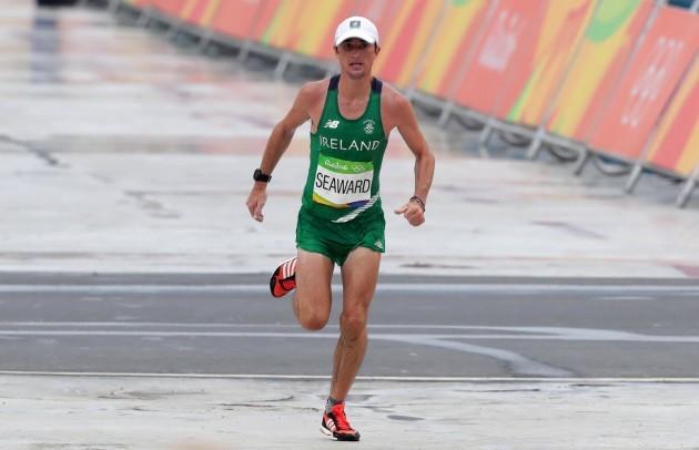kevin-seaward-finishes-the-mens-marathon