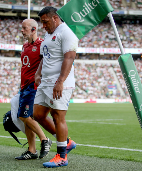 mako-vunipola-leaves-the-field-due-to-injury