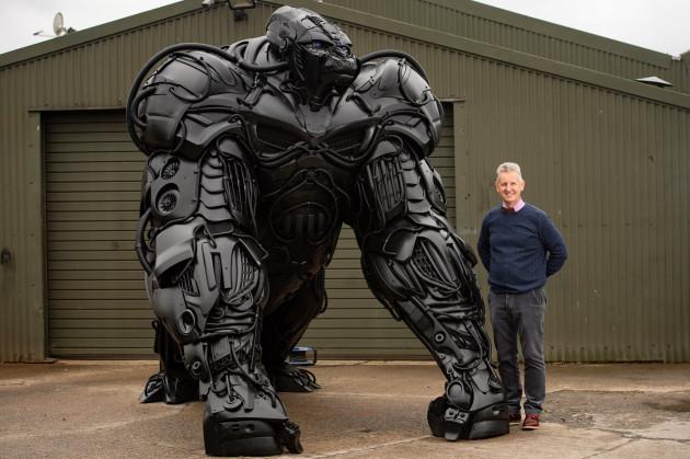 gorilla-sculpture