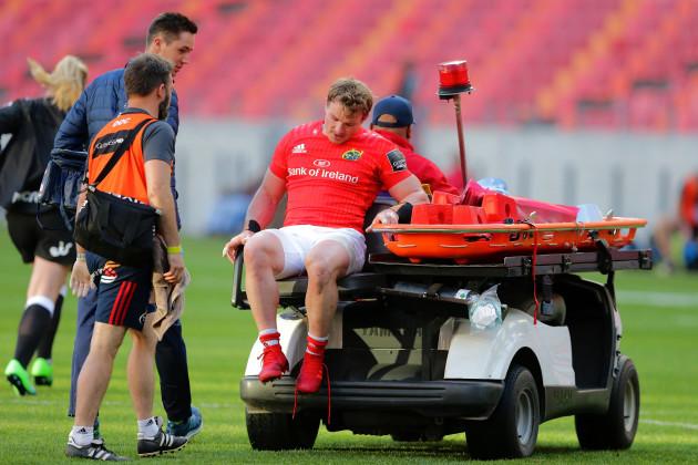 chris-cloete-leaves-the-field-injured
