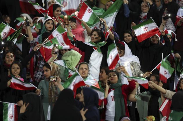 iran-women-at-match