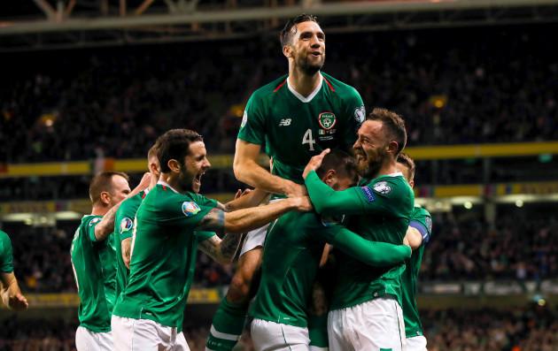 conor-hourihane-celebrates-scoring-a-goal-with-robbie-brady-shane-duffy-and-richard-keogh
