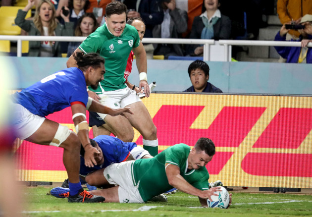 jonathan-sexton-scores-ireland-fourth-try