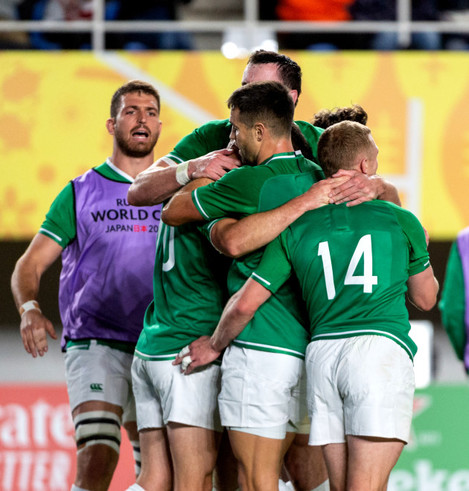 jonathan-sexton-celebrates-his-try-with-james-ryan-conor-murray-and-keith-earls