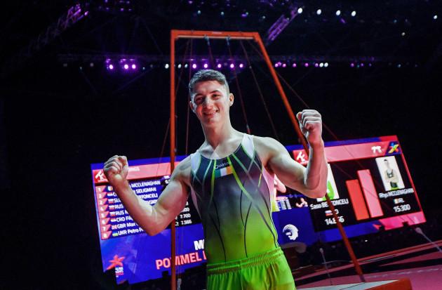 rhys-mcclenaghan-celebrates-winning-the-gold-medal