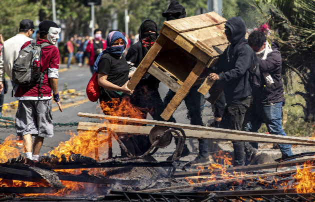 chile-subway-protest