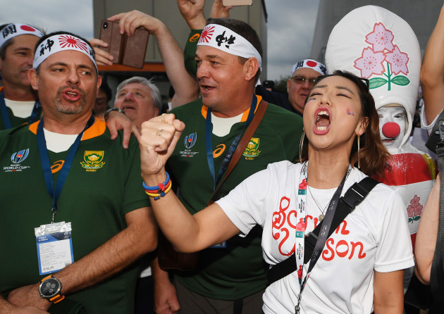 japan-and-south-africa-fans