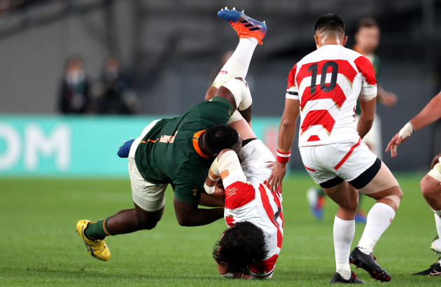 tendai-mtawarira-tackles-keita-inagaki-resulting-in-a-yellow-card