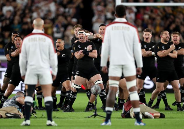 the-england-team-face-the-new-zealand-haka