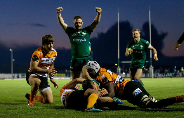 tom-farrell-scores-a-try
