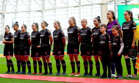 wexford-youths-line-up-before-the-game