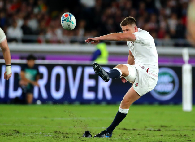 owen-farrell-kicks-a-penalty