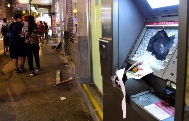 china-hong-kong-rioters-damage-cn