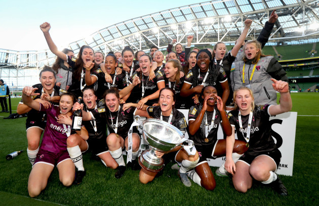 wexford-youths-celebrate-with-the-trophy