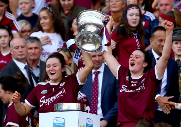 sarah-healy-and-ailish-oreilly-celebrates-with-the-oduffy-cup