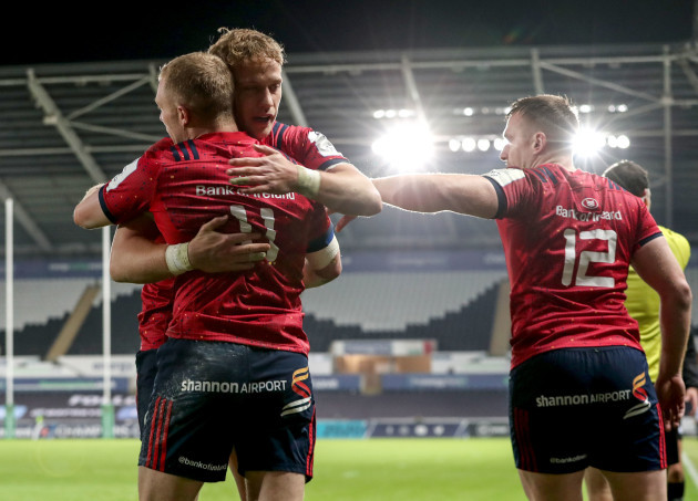 keith-earls-celebrates-his-try-with-mike-haley-and-rory-scannell