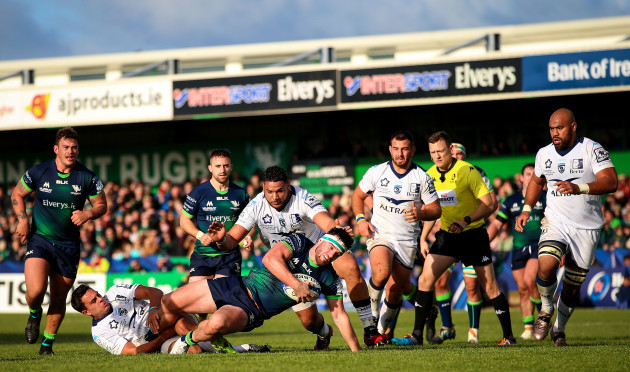 paul-boyle-goes-to-score-a-try