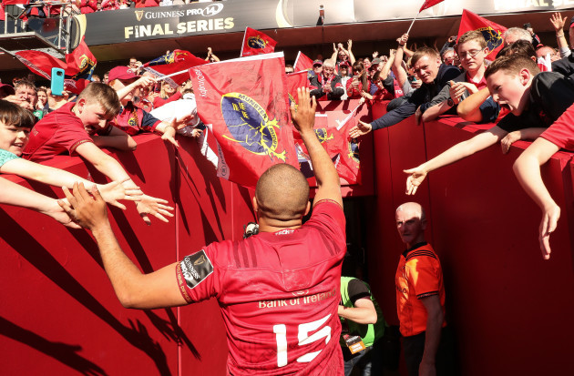 simon-zebo-leaves-the-field-after-the-game