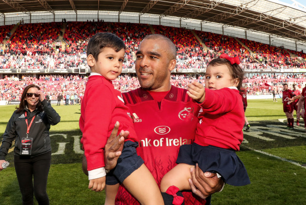 simon-zebo-with-his-daughter-sofia-and-son-jacob-after-the-game