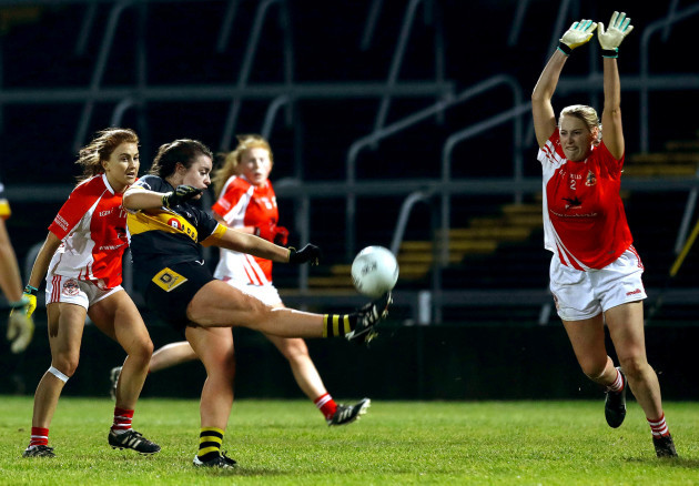 laura-fitzgerald-kicks-to-score-the-winning-point