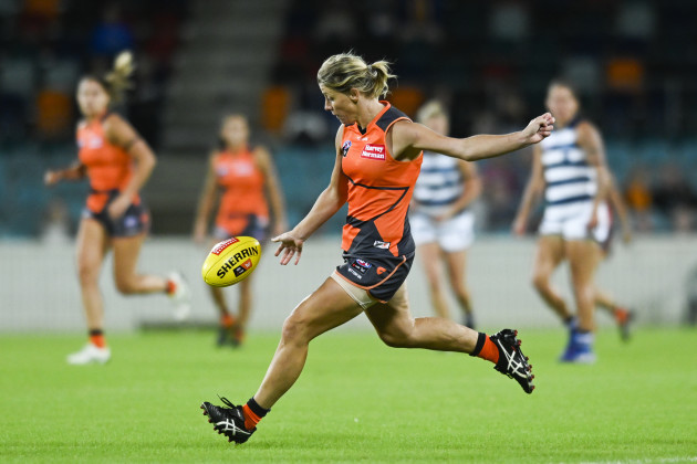 aflw-giants-cats