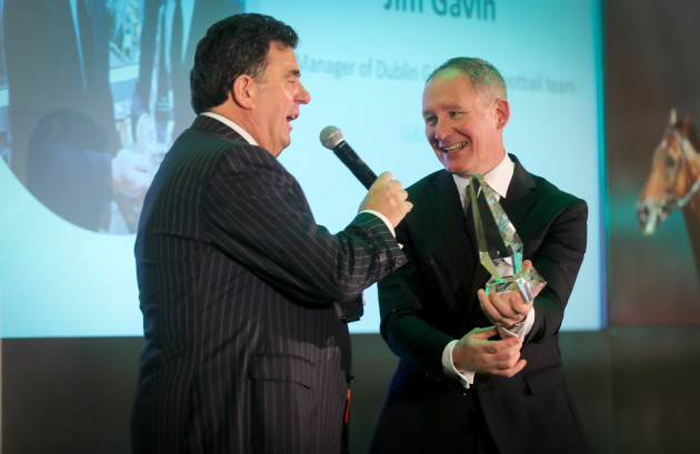 des-cahill-speaks-with-jim-gavin-after-he-won-the-manager-of-the-year-award