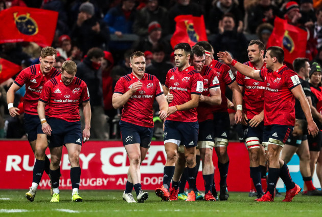 peter-omahony-celebrates-his-try-with-team-mates