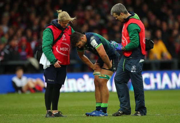 colby-faingaa-leaves-the-field-injured