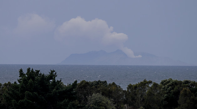new-zealand-volcano-erupts