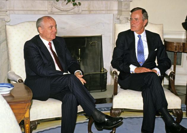 bush-meets-gorbachev