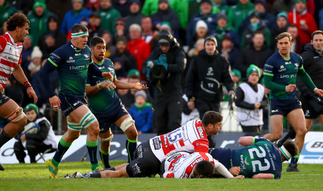 tom-daly-offloads-to-robin-copeland-to-score-the-winning-try-14122019
