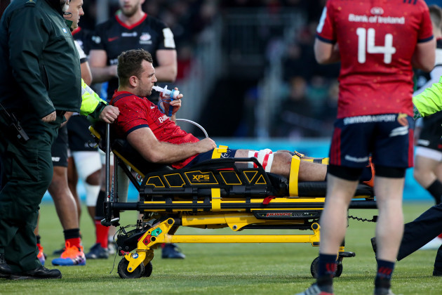 tadhg-beirne-has-to-leave-the-field-due-to-a-knee-injury