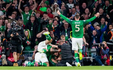 david-mcgoldrick-celebrates-scoring-a-goal-with-team-mates