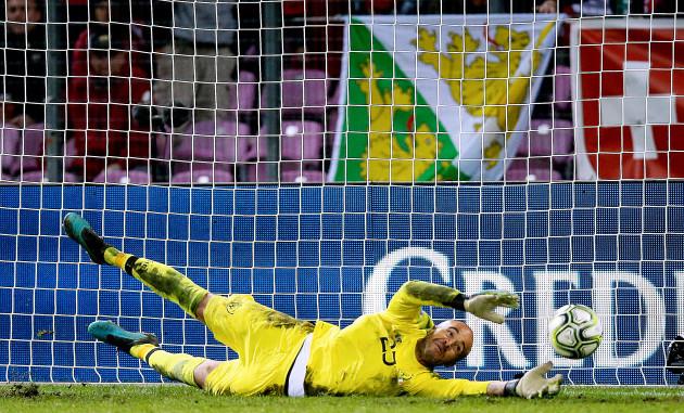 darren-randolph-saves-a-penalty