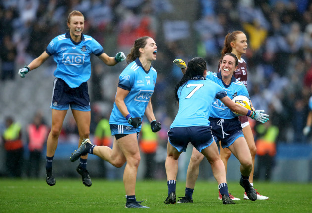 lauren-magee-noelle-healy-olwen-carey-and-siobhan-mcgrath-celebrate-at-the-final-whistle