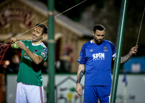 alan-bennett-and-damien-delaney-fix-the-goal-net-during-the-game