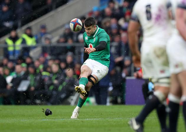 conor-murray-kicks-a-penalty