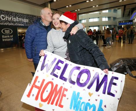 037 Dublin airport christmas arrivals