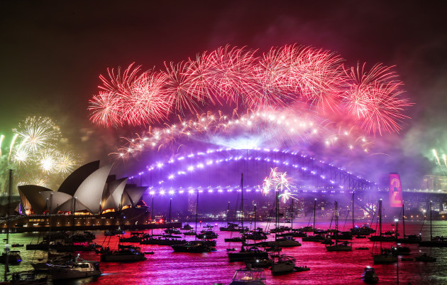 australia-sydney-new-years-eve-celebration-fireworks