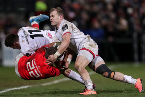 dan-goggin-is-tackled-by-jacob-stockdale-and-will-addison