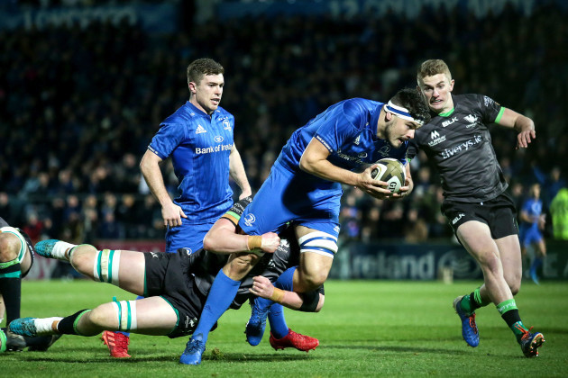 max-deegan-on-his-way-to-scoring-a-try