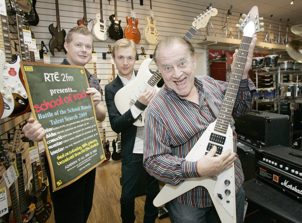 rte-2fm-school-of-rock-sponsored-by-everest-music-rte-2fm-revealed-everest-music-as-school-of-rock-sponsor-for-2009-pictured-at-the-announcement-are-2fm-dj-larry-gogan-school-of-rock-judge-mark-gre