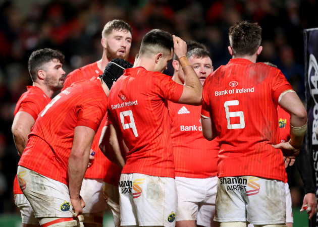 munster-players-dejected-after-conceding