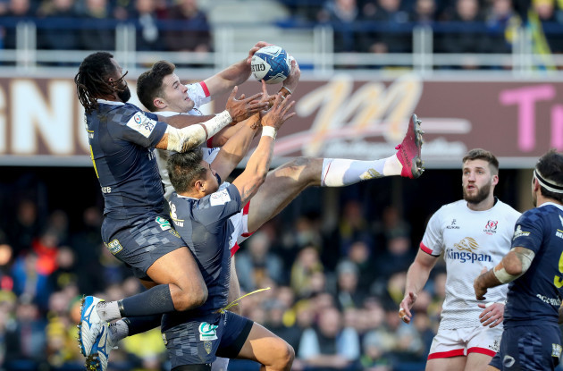 alivereti-raka-and-isaia-toeava-compete-in-the-air-with-jacob-stockdale