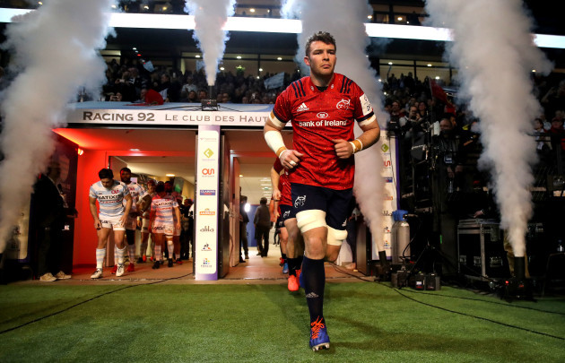 Finn Russell peter-omahony-makes-his-way-onto-the-pitch