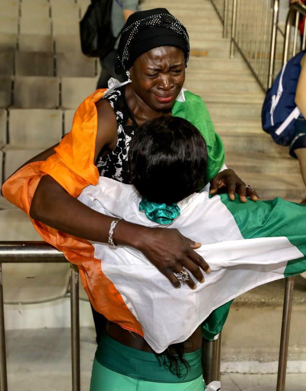 rhasidat-adeleke-celebrates-winning-with-her-mother-adewumi-ademola
