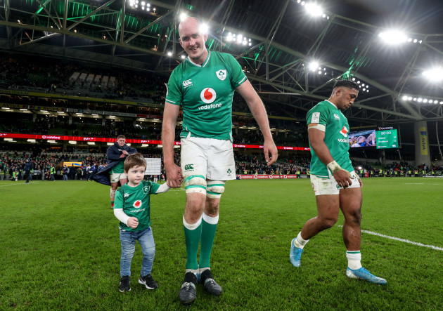 devin-toner-with-his-son-max-after-the-game