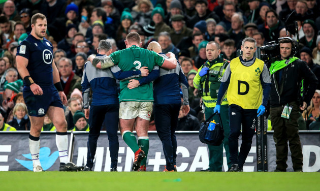 tadhg-furlong-leaves-the-field-with-an-injury