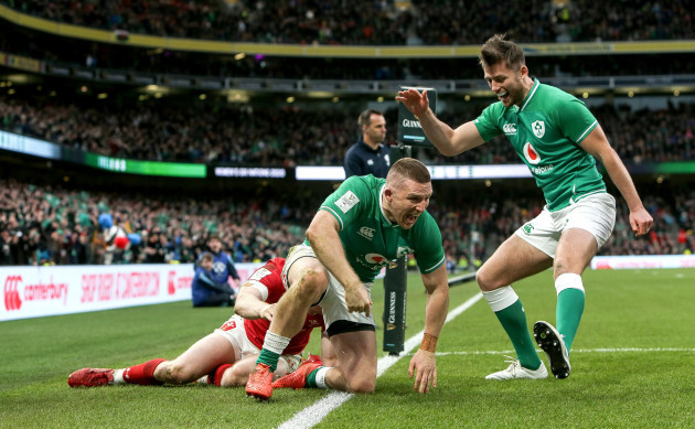 andrew-conway-celebrates-scoring-a-try-with-ross-byrne